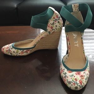 REPORT floral wedges - size 8
